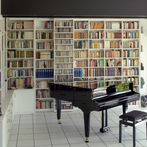 Boekenkast met draaideuren piano