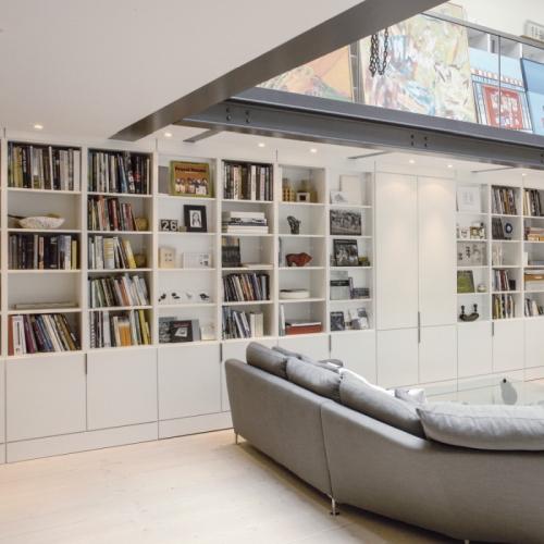 Boekenkast woonkamer met entresol