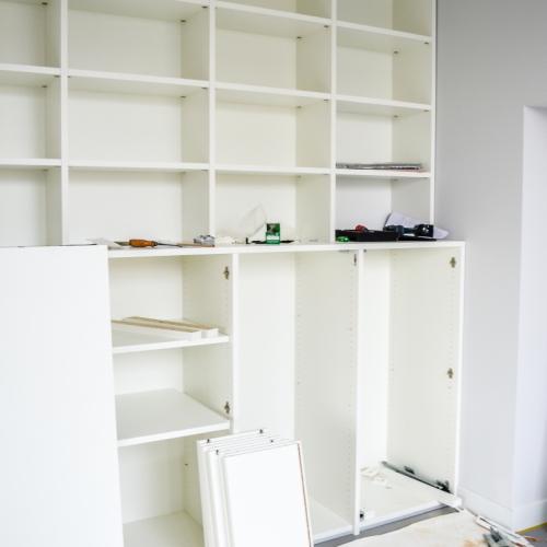 Boekenkast in opbouw