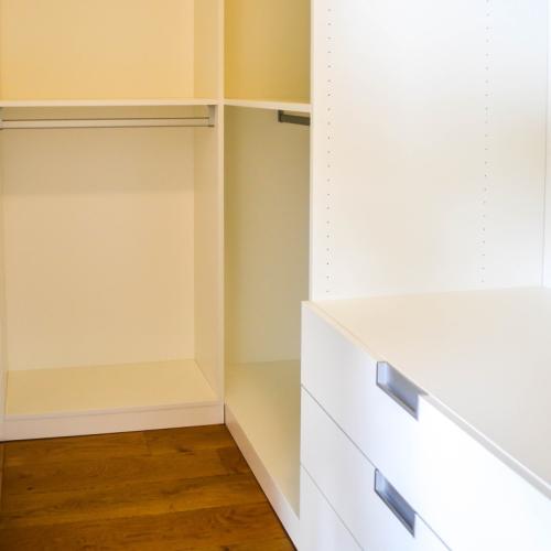 Hoek compacte walk-in-closet