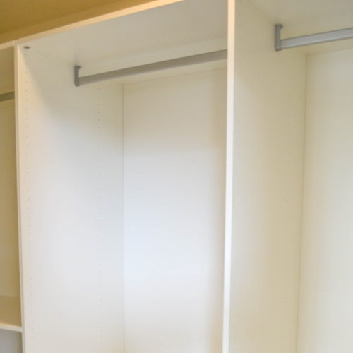 Lades compacte walk-in-closet