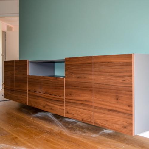 Tv meubel met houtkleurige deuren