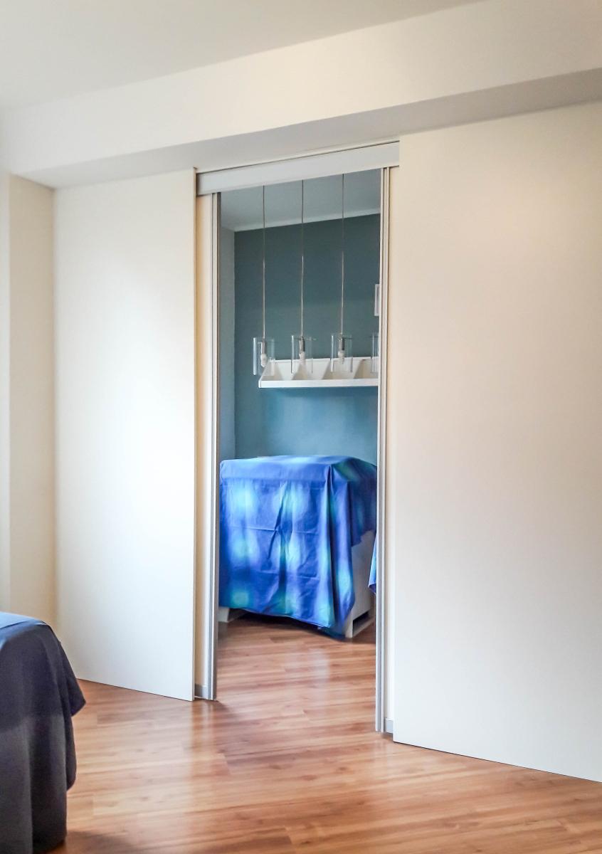 Afsluitbare zijkamer schuifdeuren open