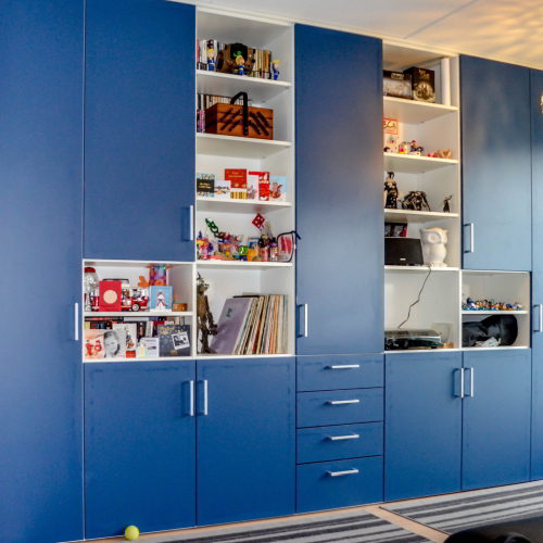 Blauwe kastdeuren