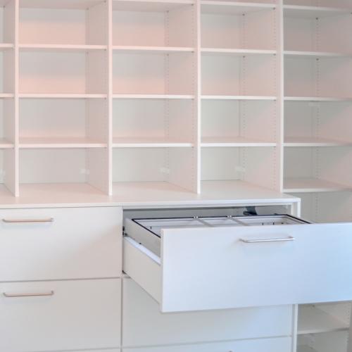 Boekenkast met hangmappen werkkamer